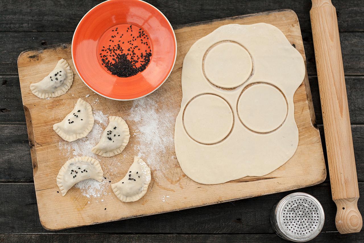 mini calzone z suszonymi grzybami przygotowanie