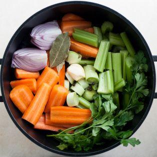 Bulion warzywny przygotowane składniki
