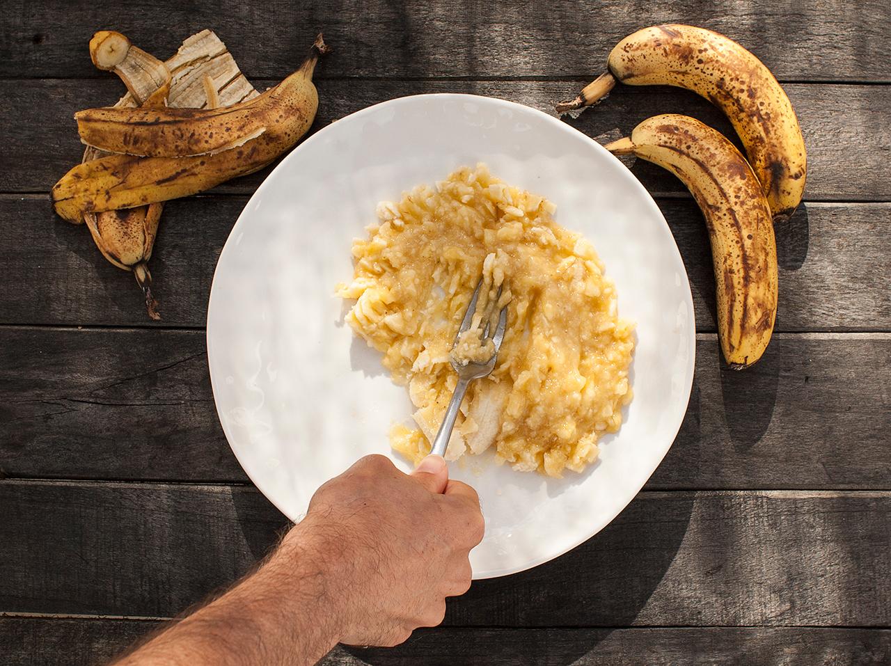 rozgniatanie bananów widelcem