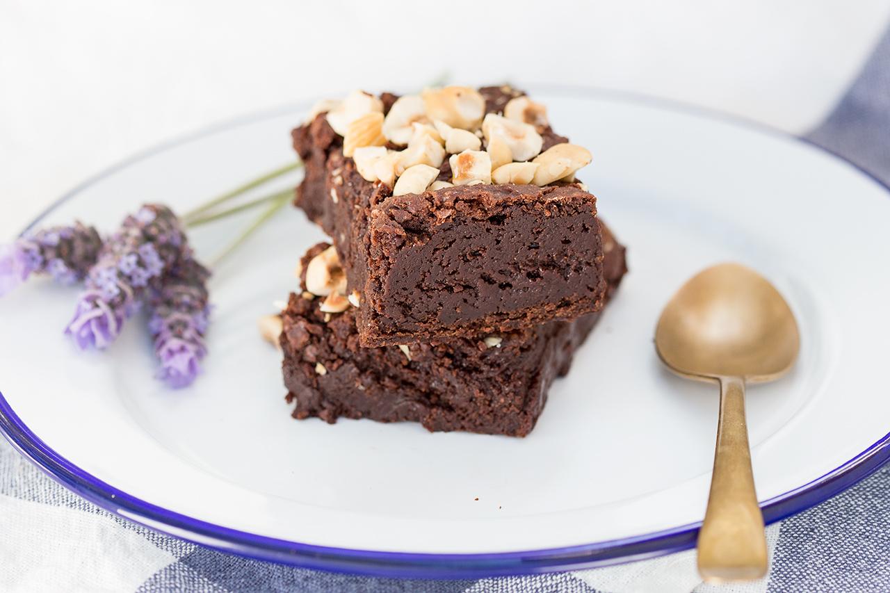 wegańskie brownie orzechowe stosik