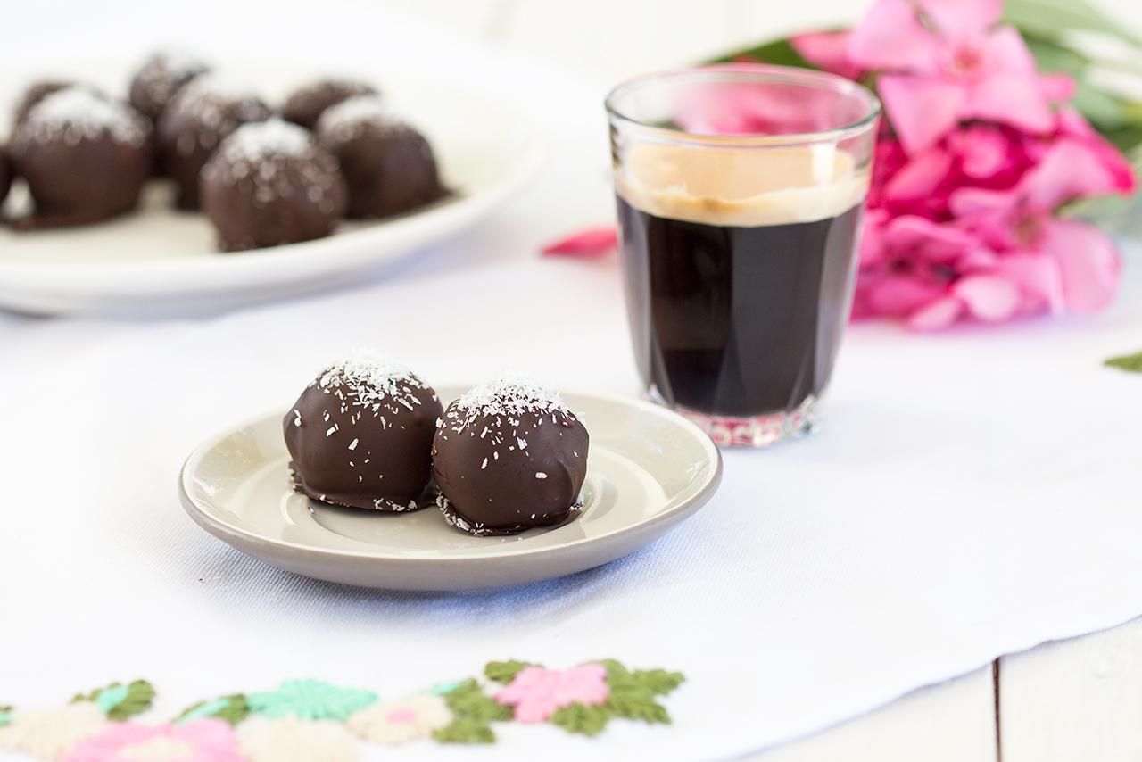 kokosowe czekoladki z rumem i espresso