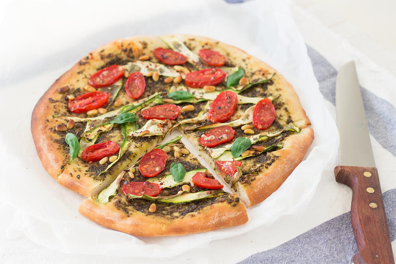 wegańska pizza pokrojona
