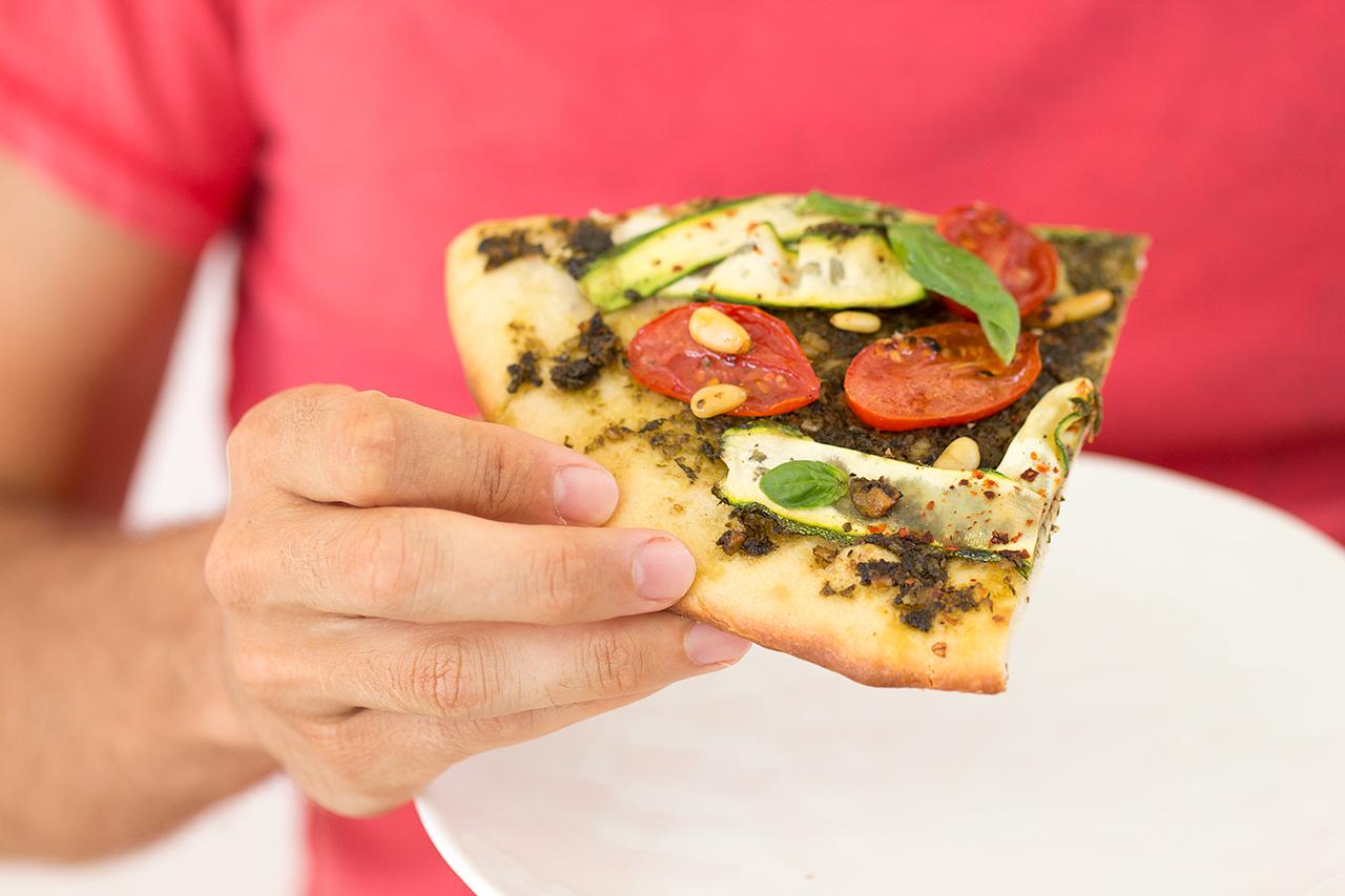 wegańska pizza kawałek