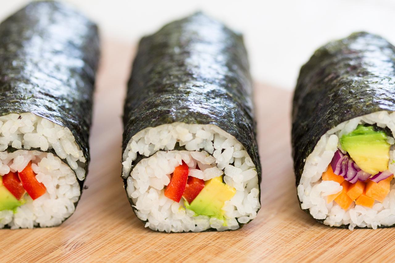 wegańskie rolki sushi