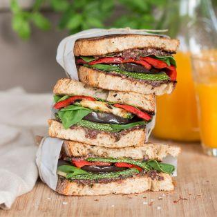 Śródziemnomorska wegańska kanapka lunch