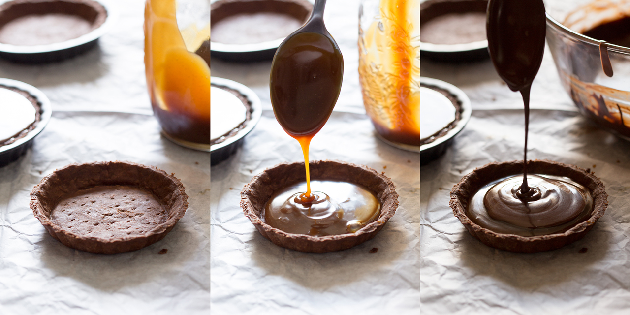 przygotowanie wegańskich tart czekoladowych ze słonym karmelem