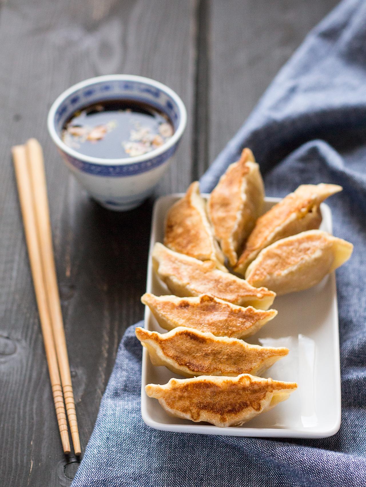 chińskie potstickers z dynią piżmową z sosem