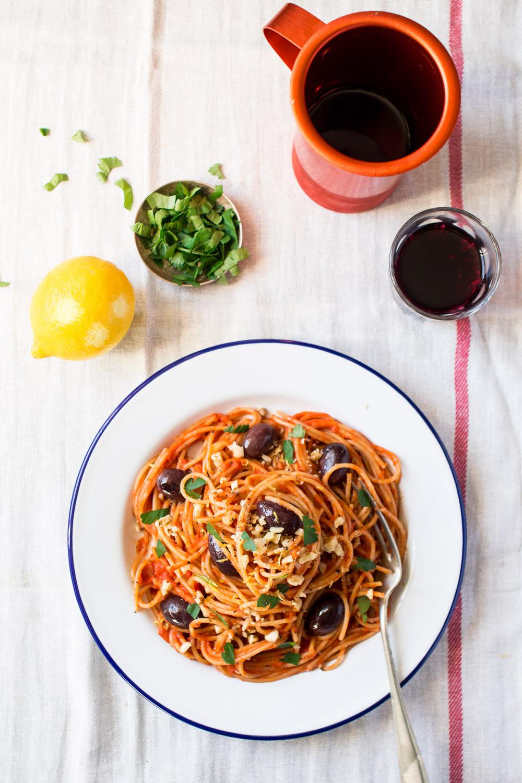 makaron w łatwym sosie pomidorowym z góry