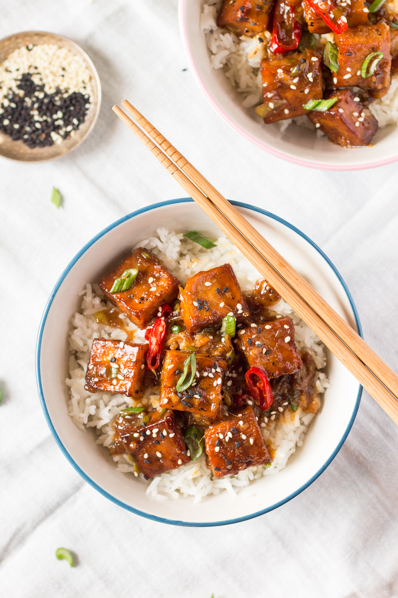 tofu w sosie z pieprzem porcja z góry