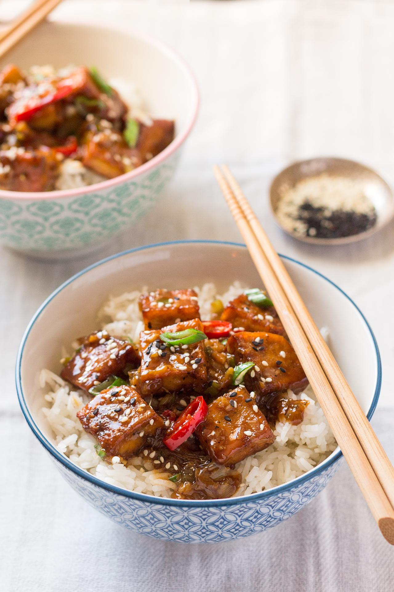 tofu w sosie z pieprzem i ryżem