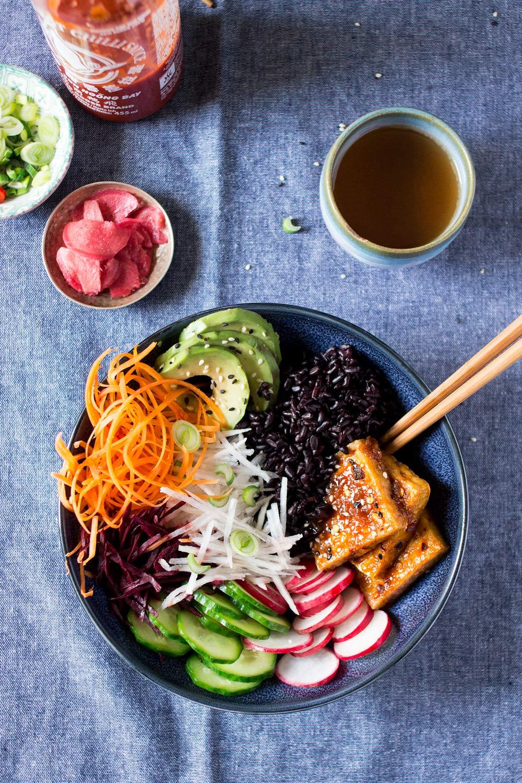 wegańska miseczka sushi lunch
