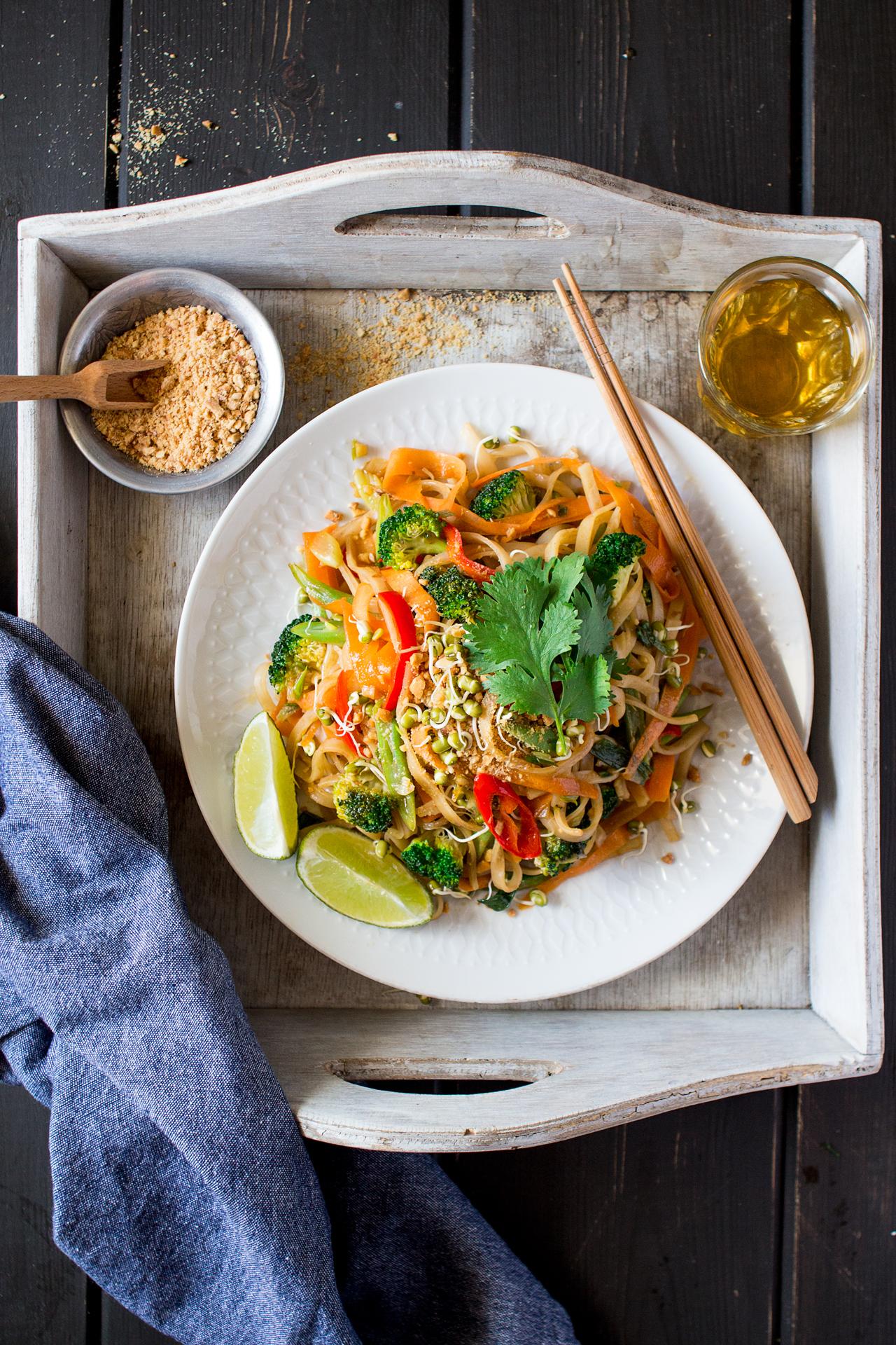 wegańskie pad thai porcja