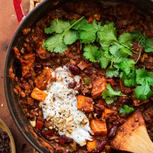 vegan lentil chilli pot